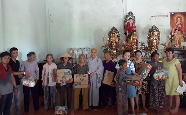 Đại Lộc: Chùa Phước Thạnh phát quà từ thiện cho người nghèo