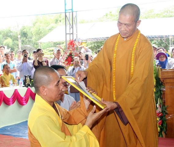 """Duy Xuyên: Bổ nhiệm ĐĐ.Tâm Mẫn """"nhất bộ nhất bái"""" làm trụ trì chùa Tân Tây"""
