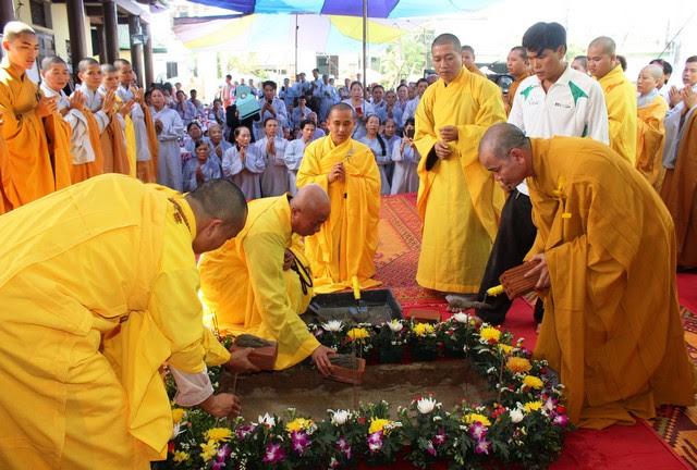 Đại Lộc: Đặt đá trùng tu chùa Tam Hòa