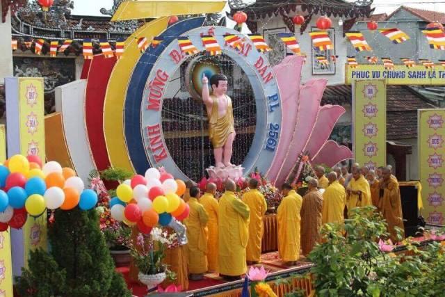 Đại Lộc: Chính thức cử hành lễ Phật đản PL.2561