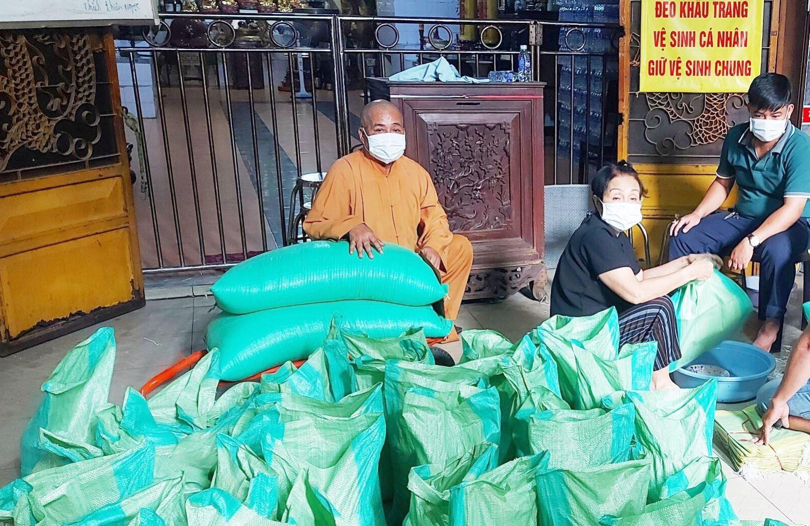 Phật giáo Việt Nam đoàn kết chung tay giúp đỡ nhân dân vượt qua đại dịch COVID-19