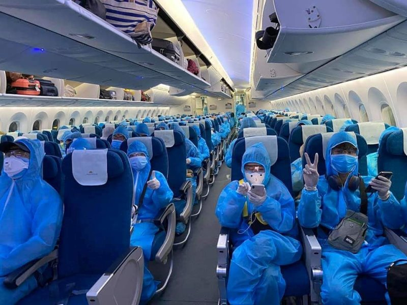 Chuyến bay đặc biệt đưa gần 200 Tăng Ni du học Ấn Độ về nước