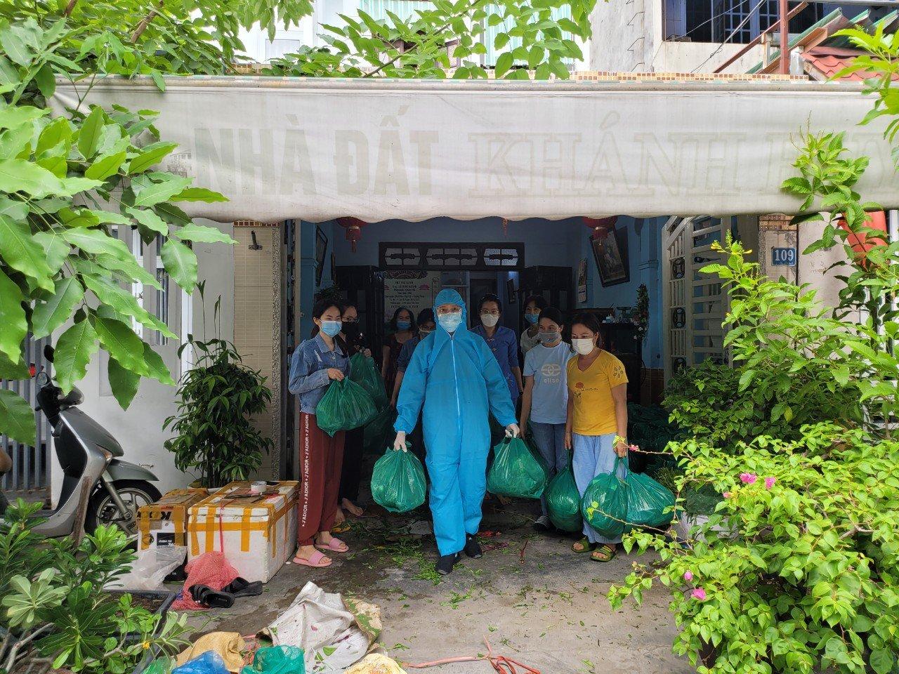 Đà Nẵng: Chùa Tân Thành 2 lần hỗ trợ rau củ quả đến bà con bị phong tỏa tại quận Sơn Trà