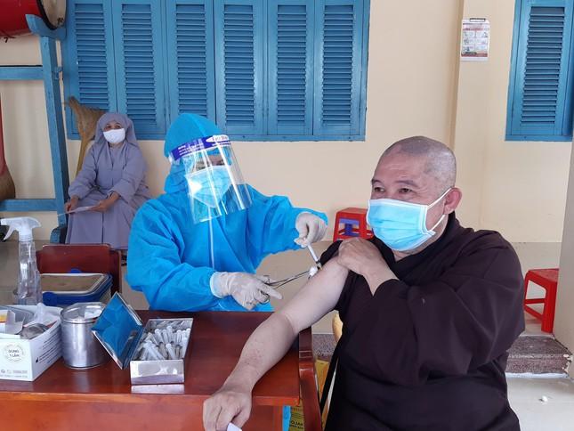 Tăng Ni Phật giáo TP.Sa Đéc tiêm vắc-xin Covid-19