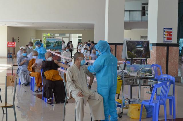 Đà Nẵng: Chức sắc các tôn giáo tiêm vắc-xin Covid-19