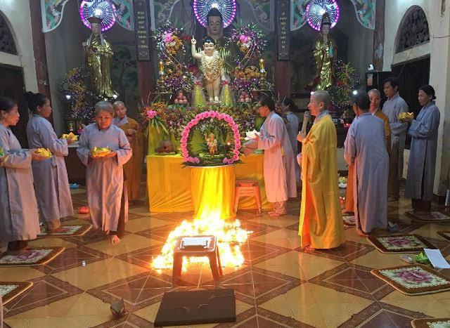 Hiệp Đức: Đêm hội hoa đăng kính mừng Phật đản tại chùa Long Hoa