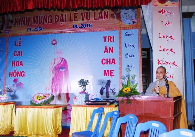Điện Bàn: Chùa Ngọc Châu tổ chức lễ cài hoa hồng