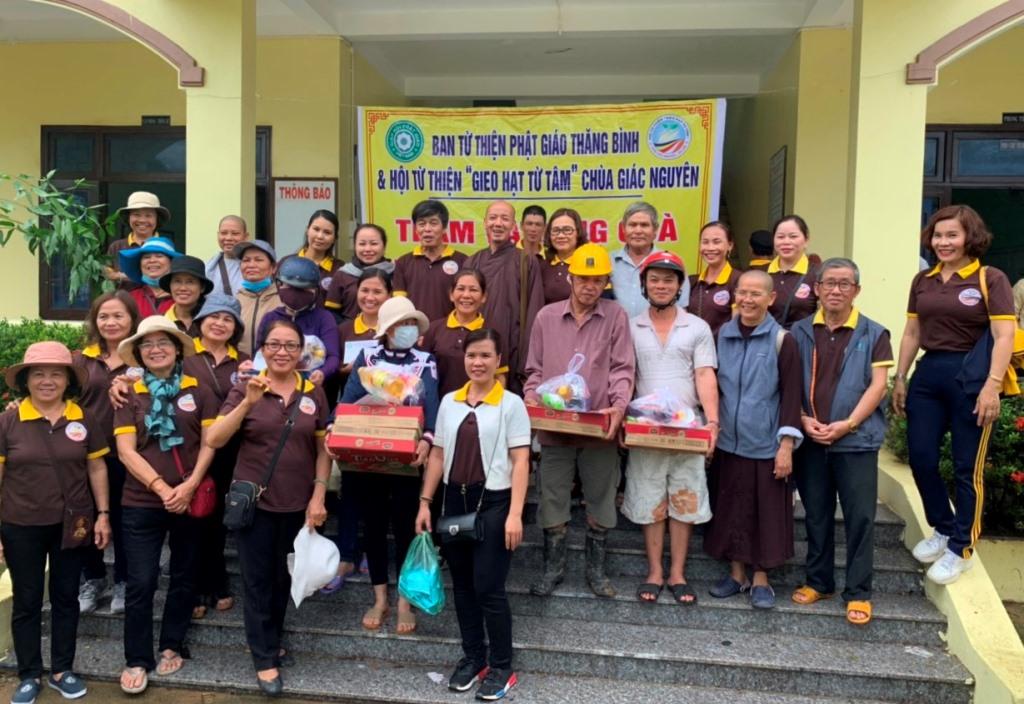 Đại Lộc: Phật giáo Thăng Bình cứu trợ 100 triệu đồng đến bà con vùng lũ lụt