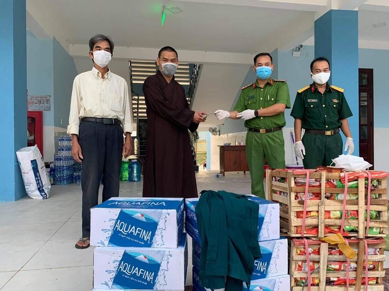 Chùa Lộc Nghĩa hỗ trợ khu cách ly và người dân