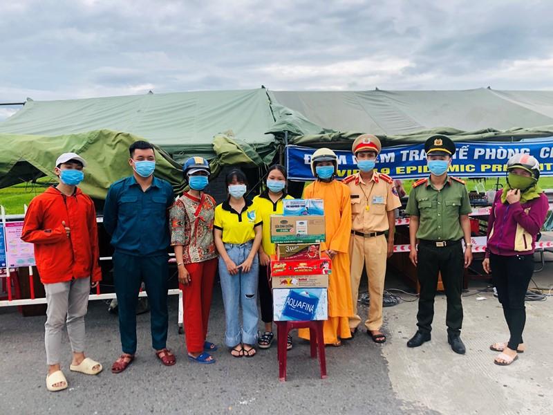 Nhóm Từ Thiện Tịnh Thất Ngọc Hồng ủng hộ công tác phòng chống dịch covid-19 tại xã Điện Hồng