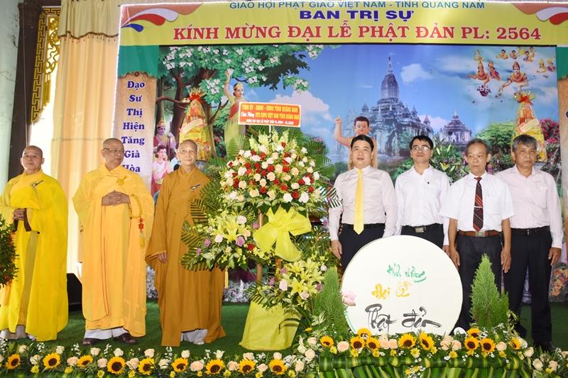 Lãnh đạo UBND tỉnh thăm, chúc mừng đại lễ Phật đản PL.2564