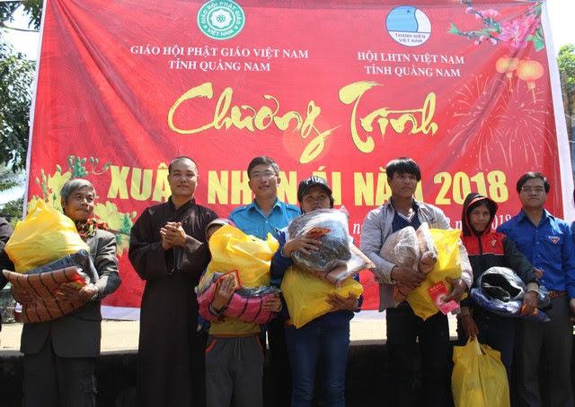 PGT: Ban Trị Sự tặng quà cho bà con tại huyện Tây Giang nhân dịp Tết cổ truyền dân tộc Mậu Tuất