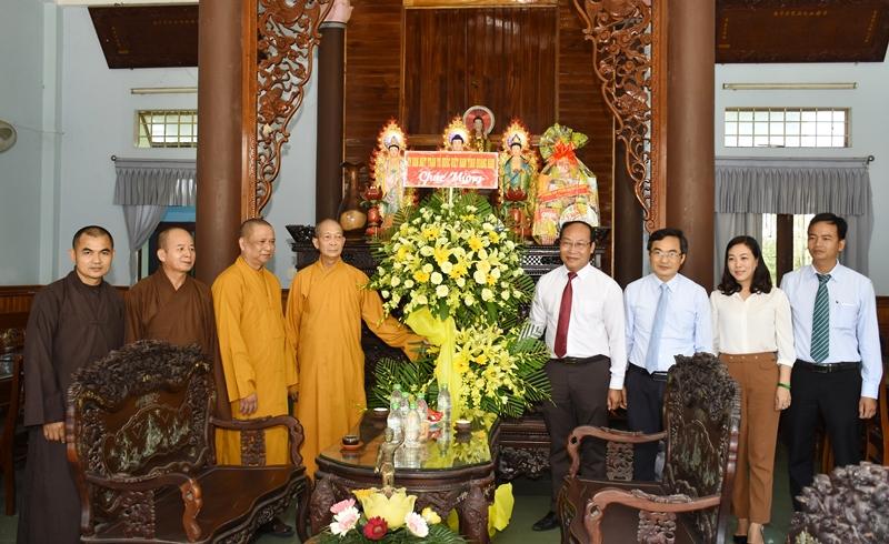 Lãnh đạo các cơ quan, ban, ngành tỉnh chúc mừng Phật đản
