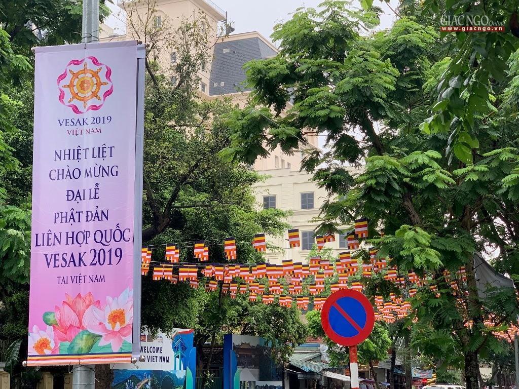 Không khí kính mừng Phật đản ở thủ đô Hà Nội